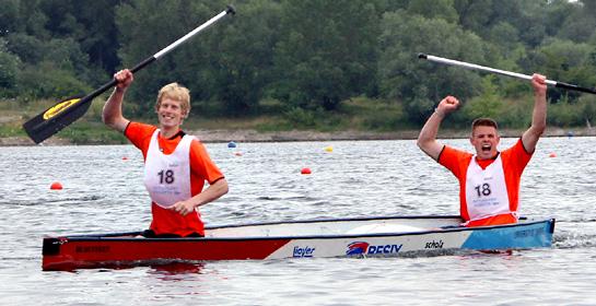 Sevrin Ferrée (rechts) und Frank Aarns gewinnen das Finale der 13. Deutschen Betonkanu-Regatta