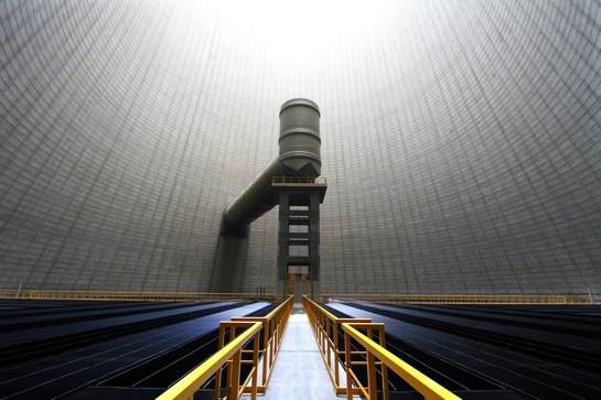 Innenansichten eines Kühlturms aus Beton von Janine Huppertz