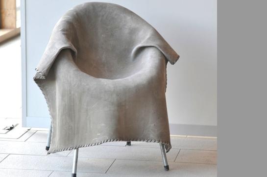 """Bitte Platz nehmen: Sessel mit """"Wolldecke"""""""