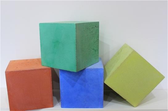 Farbige Betonwürfel