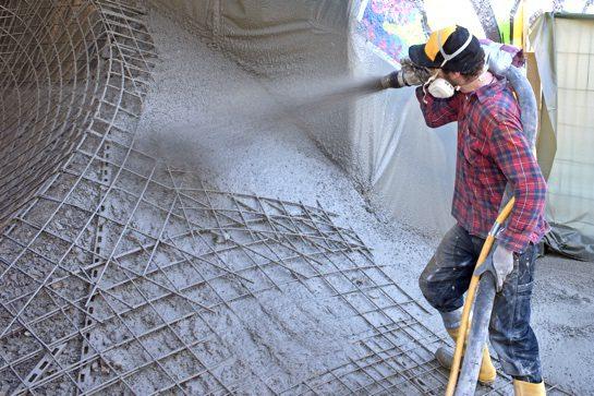 Bau eines Skateparks aus Beton im Nassspritzverfahren (© HeidelbergCement AG, Steffen Fuchs)